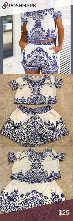 "Two piece shirt+shorts Women's retro vintage stile blue and white pattern t-shirt and shorts size M                               Bust / Chest 35.5"" / 36.5""                                         Waist 27.5"" / 28.5"" Shorts"