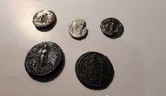 Ein Bericht mit Video über die besten Funde bei Römischen Münzen im Jahr 2014 mit dem Metalldetektor.. #bestenfunde #roemischemuenzen #metalldetektor Coins, Personalized Items, Detector De Metal, Search, Coining