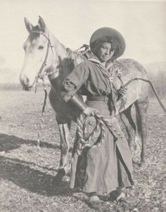 22 images cool cowgirls: The ranchers, pioneers & later rodeo stars, who rode the West The chances are that your average Hollywood Western didn't capture the image of a cowgirl, but rather that of a cowboy. Black Cowgirl, Black Cowboys, Vintage Cowgirl, Cowboy And Cowgirl, Real Cowboys, Wild West Cowboys, Photo Vintage, Look Vintage, Vintage Images