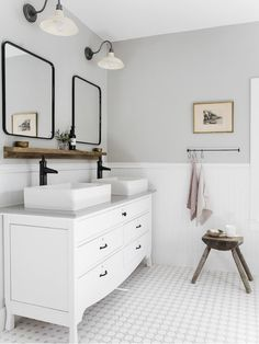 Timeless bathroom design by ¿Are you going for timeless or modern style? Gray Bathroom Walls, Light Grey Bathrooms, White Bathroom Paint, Neutral Bathroom Colors, Master Bathroom, Paint Colors For Bathrooms, Family Bathroom, Light Grey Paint Colors, Best Gray Paint Color