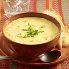 Sopa de Crema de Maíz Tierno: Una receta panameña para una sopa cremosa con granos de maíz, cebolla, comino, crema y leche
