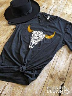 Carved Cow Skull / gold foil horns / unisex v-neck graphic t shirt / western / southwestern / cowgirl / boho Cowgirl Outfits, Cowgirl Style, Western Outfits, Western Wear, Cowgirl Clothing, Gypsy Cowgirl, Cool Outfits, Summer Outfits, Casual Outfits