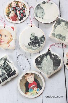Photo Transfer Christmas Ornaments   landeelu.com  Love this idea to display holiday memories on the Christmas tree!