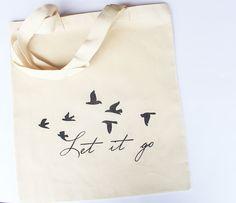 'Let it go' Kuş Baskılı Bez Çanta Zet.com'da 29.90 TL Shoping Bag, Drawing Bag, Market Bag, Reusable Bags, Cotton Bag, Cloth Bags, Silhouette Projects, Fabric Painting, Handmade Bags
