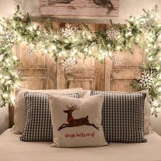 Farmhouse Christmas decor and rustic Christmas decor are a beautiful way to decorate for the holidays. They bring warmth and coziness to every home. Christmas Time Is Here, Christmas Night, Noel Christmas, All Things Christmas, Christmas Garlands, Christmas Design, Christmas Ideas, Classy Christmas, Tv Stand Christmas Decor