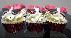 kick boxing cupcakes by Mily's Cupcakes