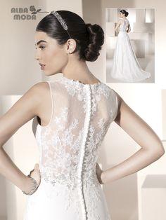 ALBA MODA 2015 - N15180 Traje de novia en tul línea princesa con transparencias y encaje en el cuerpo y un breve fajín de pedrería dibujando la cintura.