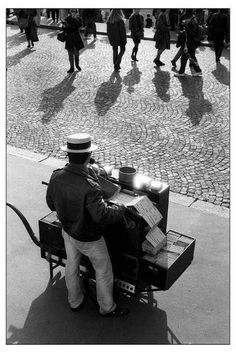 Art and Entertainment Sabine Weiss, Willy Ronis, Robert Doisneau, Arts And Entertainment, Paris, Around The Worlds, Entertaining, Black And White, Photos