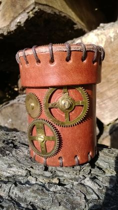 This is something special for Steampunk fans! Unique leather dice cup with real metal gears :) These cups will be available on Essen Spielenmesse. Are you coming?