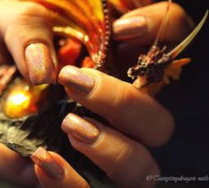 Teenytinydragon nails: Persikkaista oranssia holoa