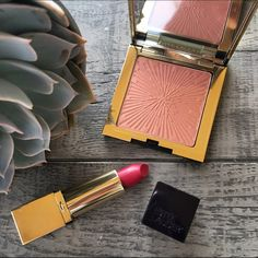 2x HPEstée Lauder Limited Edition Bundle This beautiful bundle includes: Limited edition all over shimmer / Pure color long lasting lipstick in Rubellite Estee Lauder Makeup