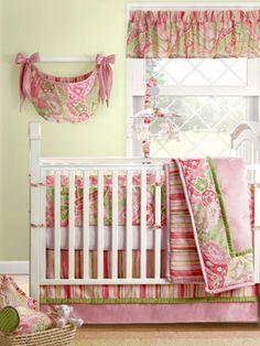 Photo by www.distinctivenurseries.com #nursery #decor