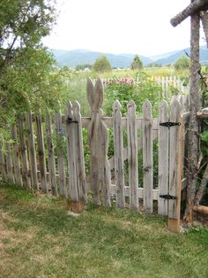 Peter Rabbit's Garden (picket fence)