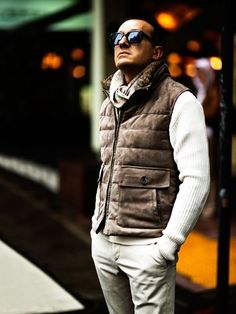 Street Style & more details Puffer Vest Outfit, Mens Puffer Vest, Vest Outfits, Fashion Outfits, Sharp Dressed Man, Well Dressed, Smart Casual, Men Casual, Mens Outdoor Fashion