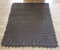 i love these trees (pattern: tree of life afghan) beautiful but I can't read the directions, it's in german I think Crochet Afghans, Afghan Crochet Patterns, Crochet Stitches, Crochet Hooks, Knitting Patterns, Knit Crochet, Crochet Tree, Crochet Crafts, Crochet Projects