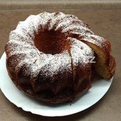 Velká nedělní bábovka recept - Vareni.cz Muffin, Breakfast, Food, Morning Coffee, Essen, Muffins, Meals, Cupcakes, Yemek