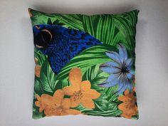 Arara Azul  Produzido por Oficina Nuvens de Artesanato. Produto disponível para venda: www.facebook.com/AlmofadasNuvens http://www.elo7.com.br/nuvens