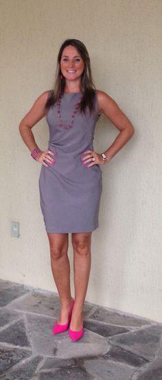 Look do dia - Look de trabalho - moda corporativa - vestido cinza - sapato rosa - grey and pink - pink shoes
