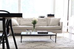 Homevialaura, olohuone, Boknäs Julia -sohva, BoConcept Lugo -sohvapöytä