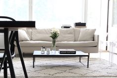 Homevialaura | living room | Ellos Tanger carpet | BoConcept Lugo coffee table | Boknäs Julia sofa