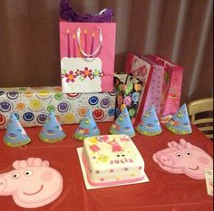 From Brooklyn. Julia´s 6th birthday celebration with a home made cake with fondant decoration!  #peppapigcake #peppapigparty Find all the peppa pig supplies at partyweb.us