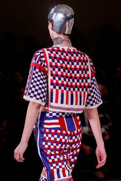 Alexander McQueen Spring 2014 RTW - Details - Fashion Week - Runway, Fashion Shows and Collections - Vogue