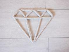Diamant en fil de fer et tricotin : Décorations murales par a-little-l