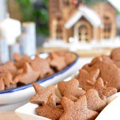 Najprostsze na świecie kruche ciasteczka z marmoladą - Calzonella.com Gingerbread Cookies, Desserts, Food, Turmeric, Tailgate Desserts, Ginger Cookies, Meal, Dessert, Eten