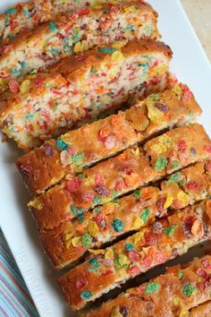 Fruity Pebbles Breakfast Bread [AD] Have breakfast anytime with this delicious Fruity Pebbles Breakfast Bread - it's oh-so-good! Swap out the Fruity Pebbles for other Post cereals. Yummy Treats, Delicious Desserts, Dessert Recipes, Yummy Food, Kid Desserts, Breakfast Bread Recipes, Camping Breakfast, Breakfast Ideas, Kid Breakfast