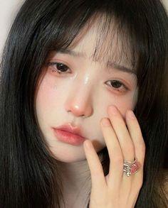Dope Makeup, Edgy Makeup, Makeup Looks, Ulzzang Hair, Ulzzang Makeup, Aesthetic People, Aesthetic Girl, Korean Long Hair, Porcelain Doll Makeup