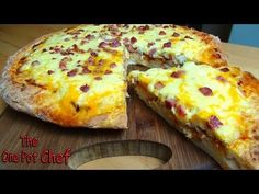 He Pours Egg Yolks On A Pizza. The Completed Dish? MOUTHWATERING! - LittleThings.com