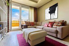 Panellakás a 3. kerületben - 50m2-es, kétszobás otthon felújítása és berendezése egyedülálló hölgy részére Sofa, Couch, House Design, Curtains, Furniture, Home Decor, Design Ideas, Living Room, Settee