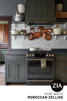 Kitchen Reno, New Kitchen, Kitchen Dining, Kitchen Remodel, Kitchen Ideas, Dark Green Kitchen, Kitchen Inspiration, Dining Room, Green Kitchen Walls