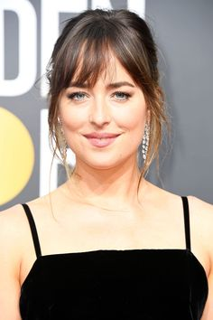 See all the hair and makeup moments on the 2018 Golden Globes red carpet, including beauty looks that slay from Tracee Ellis Ross and Dakota Johnson. Teen Vogue, Hair Inspo, Hair Inspiration, Hairstyles With Bangs, Cool Hairstyles, Looks Teen, Natural Prom Makeup, Jessica Biel, Good Hair Day