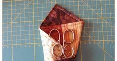 Hooola Muy buenos días de sábado! Supongo que la mayoría de las que os pasáis por aquí, ya tendréis vuestro guardatijeras hecho y con... Scissors, Diy And Crafts, Triangle, Patches, Pouch, Ideas Originales, Couture, Pencil Holders, Scrappy Quilts