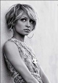 10 Classic Hairstyles Tutorials That Are Always In Style 10 Traditional Hairstyles Tutorials That Are All the time In Model 20 Nicole Richie Bob Haircuts Bob Hairstyles. Short Spiky Hairstyles, Classic Hairstyles, Short Hairstyles For Women, Hairstyles Haircuts, Short Hair Cuts, Cool Hairstyles, Bob Haircuts, Haircut Bob, Female Hairstyles