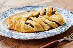 33 Best Apple Recipes to Make This Fall Best Apple Recipes, Fall Recipes, Yummy Recipes, Apple Strudel Puff Pastry, Bean And Vegetable Soup, Strudel Recipes, Turnip Greens, Frozen Puff Pastry, Kitchens