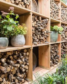 garten sichtschutz Tonight Tom explains step by step how he makes this rustic firewood storage . Landscape Design Plans, Landscape Architecture Design, House Landscape, Diy Garden, Home And Garden, Garden Cottage, Terrace Garden, Garden Beds, Indoor Garden
