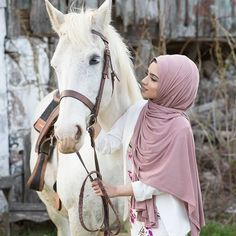 Beautiful Hijab Girl, Beautiful Muslim Women, Horse Girl Photography, Cute Photography, Hijabi Girl, Girl Hijab, Muslim Women Fashion, Islamic Girl, Indian Bridal Fashion