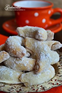 Gabriella kalandjai a konyhában :): Csodakifli - szilvalekvárral töltve Baked Ribs, Small Cake, Rib Recipes, Cookie Desserts, Christmas Cookies, Biscuits, Muffins, Fudge, Good Food