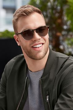 Taylor Hall wears Augusta Cliff. These sunglasses are all minimal yet masculine, nothing but smooth, clean lines and neutral tones. Their keyhole bridge means these feel secure, so you don't have to worry about your glasses sliding off your face.