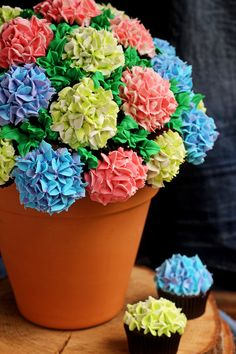 How to Make a Pretty Cupcake Bouquet | The Bearfoot Baker