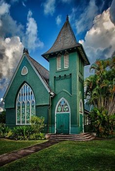 This is a quaint, picturesque chapel in the heart of Hanalei (Waioli Huiia Church) on the island of Kauai, Hawai Old Country Churches, Old Churches, Beautiful Buildings, Beautiful Places, Kauai Vacation, Church Pictures, Take Me To Church, Church Architecture, Cathedral Church