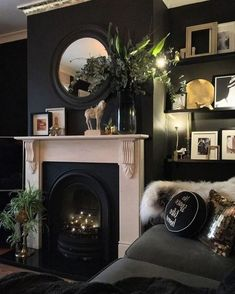 Top Living Room Ideas With Black Walls - Schwarze wände Gothic Living Rooms, Dark Living Rooms, Beautiful Living Rooms, Living Room With Fireplace, My Living Room, Living Room Decor, Black Rooms, Black Walls, Black Room Decor