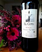 El Coto - opphavet til enda en nydelig Rioja vin - Kjærestemat Drinks, Bottle, Wine, Drinking, Beverages, Flask, Drink, Beverage