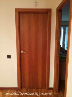 pintar las puertas de casa Minimal House Design, Minimal Home, Interior Barn Doors, Exterior Doors, Veneer Panels, Room Doors, Internal Doors, Diy Door, Tall Cabinet Storage