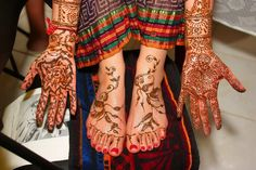 Henna - Traditional of the Hindu Wedding Festivities! Beautiful!