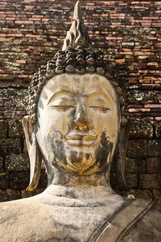 sukhothai ruins buddha face