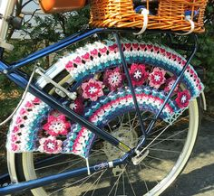 From the T-Cozy Blog....My Bikes Skirt Guard 2...ohhh, my word, I want want of these for my bike!  How adorable~!!!!