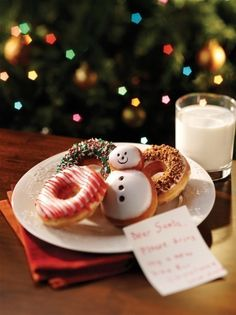 Santas tired of bland christmas cookies spruce up the season with some hot fresh homeade donuts from Thee Heavenly Donut! Christmas Donuts, Christmas Mood, The Night Before Christmas, Merry Little Christmas, Christmas Morning, Christmas Treats, All Things Christmas, Christmas Colors, Holiday Treats